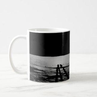 月のアポロ12宇宙飛行士の影の鋳造物 コーヒーマグカップ