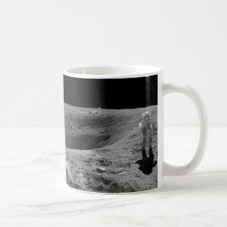 月のアポロ16宇宙飛行士のパノラマ コーヒーマグカップ