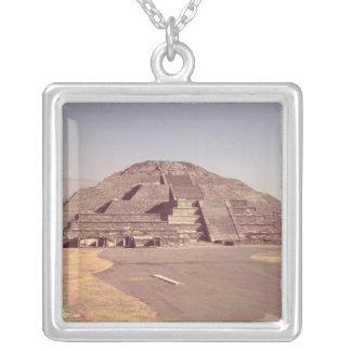月のピラミッド、造られたc.100-350広告 シルバープレートネックレス