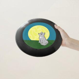 月のフリズビーを持つかわいくだらしないオオカミ Wham-Oフリスビー