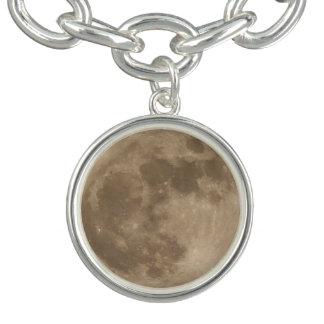 月のブレスレットは月のチャームブレスレットを持って来ます チャームブレスレット