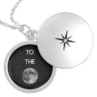 月のロケットに シルバープレートネックレス