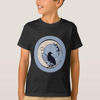 月のワタリガラスのティーの暗闇 Tシャツ