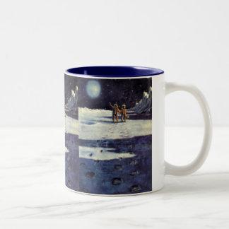 月のヴィンテージの空想科学小説の宇宙飛行士のエイリアン ツートーンマグカップ