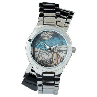 月の取締官のノウサギ 腕時計