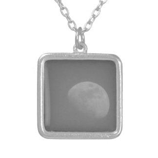 月の暗黒面 シルバープレートネックレス