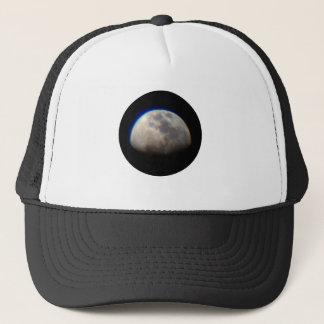 月の服装 キャップ