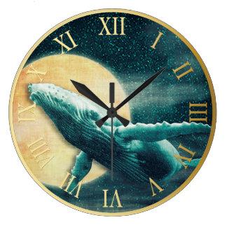 月の柱時計に飛んでいるザトウクジラ ラージ壁時計