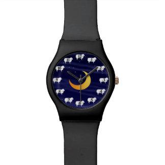 月の腕時計上の子供のヒツジ 腕時計
