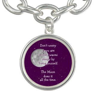 月はそれをいつもします(小さい月) ブレス