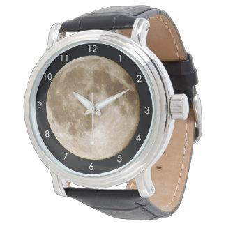 月はチーズからなされますか。 腕時計