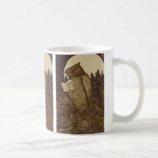 月光によるフクロウの読書 コーヒーマグカップ