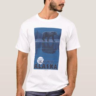 月光のくま- Skagway、アラスカ Tシャツ
