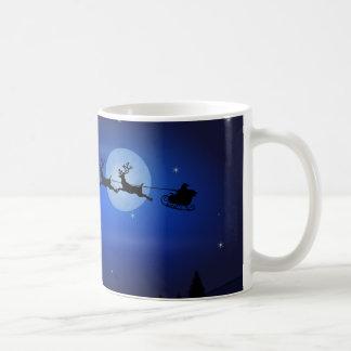 月光の景色上のサンタのそり コーヒーマグカップ