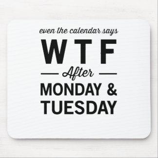 月曜日火曜日の後でさえもカレンダーはWTFを言います マウスパッド