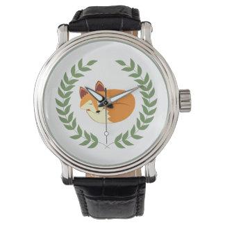 月桂樹のリースを持つ睡眠のキツネ 腕時計
