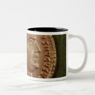 月桂樹のリースを身に着けているDiocletianのAureus ツートーンマグカップ