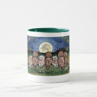 """月、マグを見る""""夜型の人""""のフクロウ家族 マグカップ"""