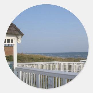 望楼との美しい海のビーチ場面 ラウンドシール