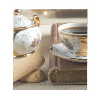 朝のエスプレッソおよびクッキーのsavoiardi ノートパッド