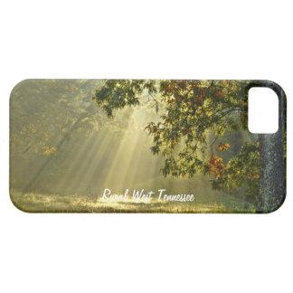 朝の太陽光線が付いているオークの木 iPhone SE/5/5s ケース