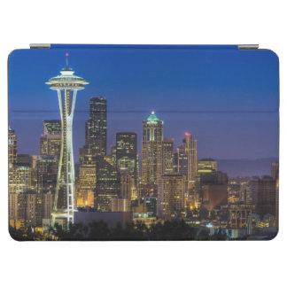 朝の時間のシアトルのスカイラインのイメージ iPad AIR カバー
