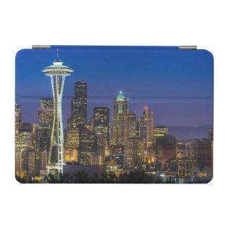 朝の時間のシアトルのスカイラインのイメージ iPad MINIカバー