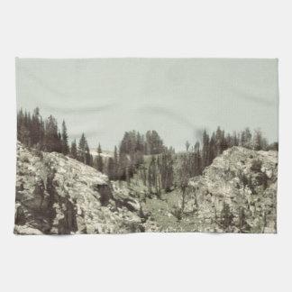 木および丘 キッチンタオル