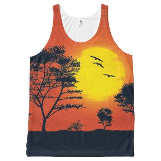 木および日曜日の薄暗がりの景色 オールオーバープリントタンクトップ