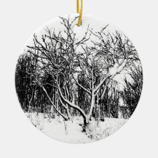 木および白黒雪場面 セラミックオーナメント