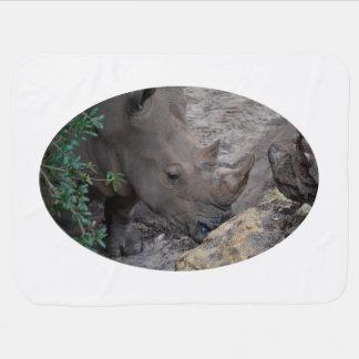 木および石の動物のジャングルアフリカのサイ ベビー ブランケット
