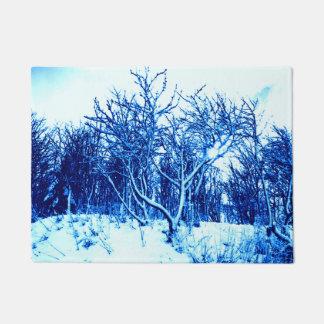 木および雪場面、コバルトブルー ドアマット