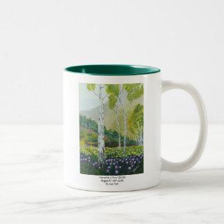 木で切り分けられる ツートーンマグカップ