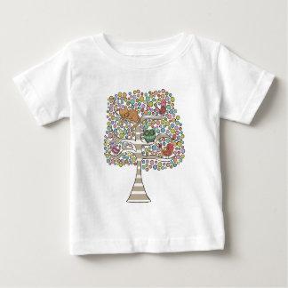 木のイラストレーションのかわいい猫のフクロウ及び鳥Sittin ベビーTシャツ