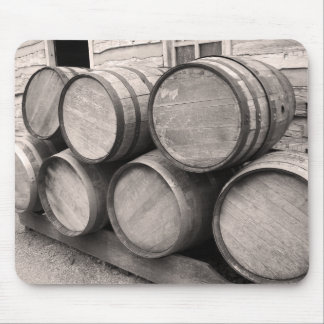 木のウィスキーのバレル マウスパッド