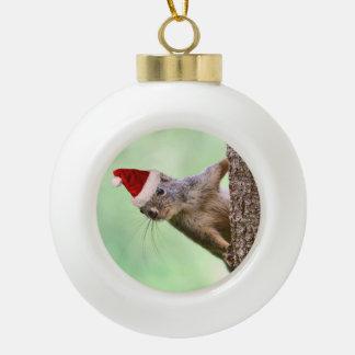 木のオーナメントのクリスマスのリス セラミックボールオーナメント