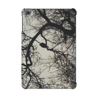 木のシルエットのデザインの鳥