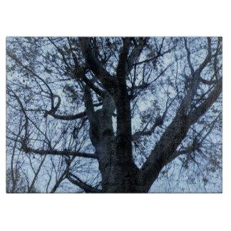 木のシルエットの写真のまな板 カッティングボード