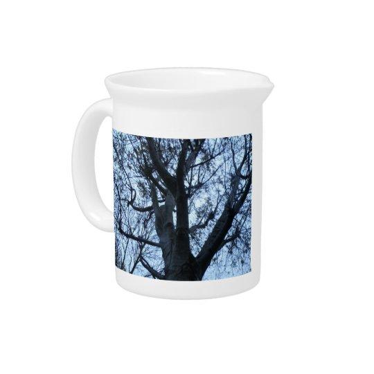 木のシルエットの写真の水差し ピッチャー