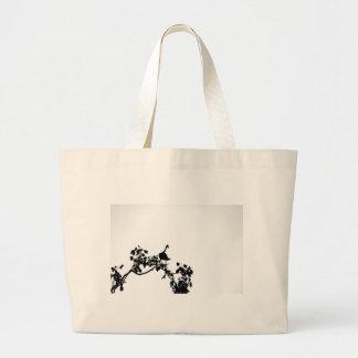 木のシルエットオーストラリアのカササギのガチョウ ラージトートバッグ