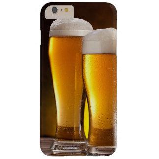 木のテーブルのビールの2つのガラス BARELY THERE iPhone 6 PLUS ケース