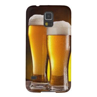 木のテーブルのビールの2つのガラス GALAXY S5 ケース