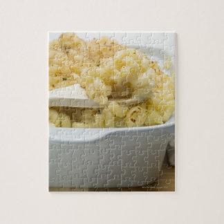 木のベーキングの皿のマカロニのチーズ ジグソーパズル