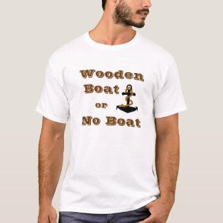 木のボートかボートのTシャツ無し Tシャツ