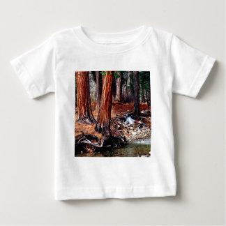 木のヨセミテの入り江のヒマラヤスギ ベビーTシャツ