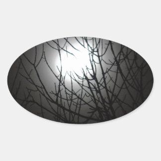 木の上を通した冷たい冬夜 楕円形シール