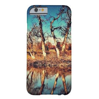 木の反射 BARELY THERE iPhone 6 ケース