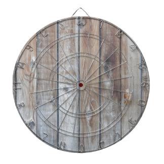 木の塀 ダーツボード