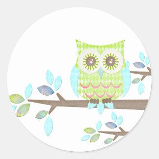 木の明るい目のフクロウ ラウンドシール