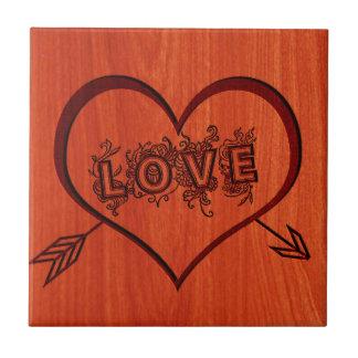 木の燃やされた愛そしてハート タイル